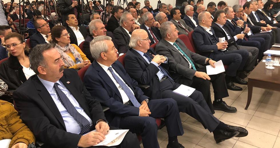"""TÜRK-İŞ GENEL MERKEZİ KONFERANS SALONUNDA """"MOBBİNGLE MÜCADELE SEMPOZYUMU"""" DÜZENLENDİ"""