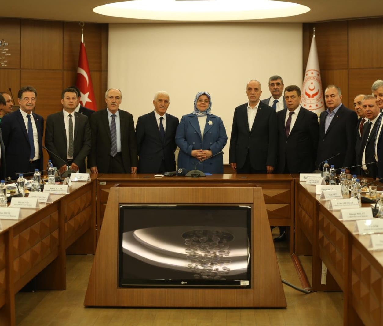 TÜRK-İŞ, 2019 Dönemi Kamu Kesimi Toplu İş Sözleşmesine Dair Kamu Koordinasyon Kurulu Önerilerini Çalışma Bakanı Sayın Selçuk'a Sundu