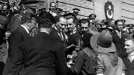 Gazi Mustafa Kemal Atatürk'ün Ankara'ya gelişinin 100. yıl dönümünü kutluyor ve saygıyla anıyoruz